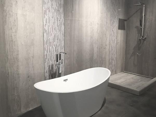 Bathtub with Tyvarian frio